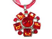 Smycken hängande med ljusa kristaller — Stockfoto