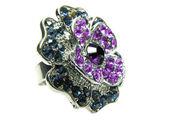 Sieraden ring met heldere kristallen — Stockfoto