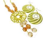 Perlas y aretes de oro — Foto de Stock