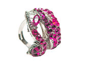 Jóias anel com cristais de rubi vermelhos brilhantes — Fotografia Stock