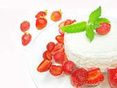 Curd pudding dessert with strawberry — 图库照片