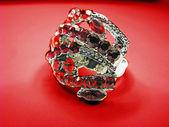 Smycken ring med röd ruby kristaller — Stockfoto