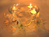 Spa candles lily petals — Stockfoto