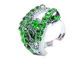 Anillo de la joyería con brillantes cristales verde esmeraldas — Foto de Stock
