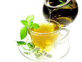 Herbal tea with mint herb extract — Stock Photo