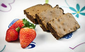 Brownie en aardbeien — Stockfoto