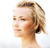 Piękna młoda kobieta twarzy — Zdjęcie stockowe