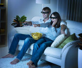 Family watching 3D film on TV — Stock Photo