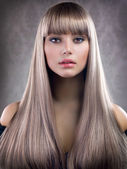 Fashion Blond Girl. Beautiful Makeup and Healthy Hair — Stock fotografie