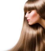 Hair.beautiful blonde femme avec les cheveux longs tout droit — Photo