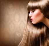 Hair.beautiful rubia mujer con el pelo recto largo — Foto de Stock