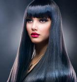 Beautiful Brunette Girl. Healthy Long Hair — Stock Photo