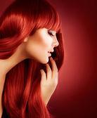 Schönes mädchen mit gesunden langen haaren — Stockfoto