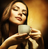 Beautiful Woman Drinking Coffee — Стоковое фото