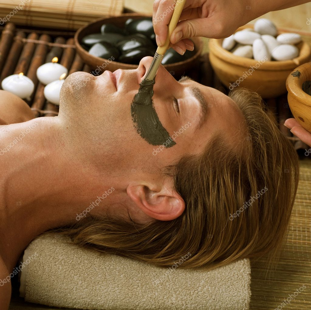 Spa. Handsome Man With A Mud Mask On His Face — Stock Photo #10604930
