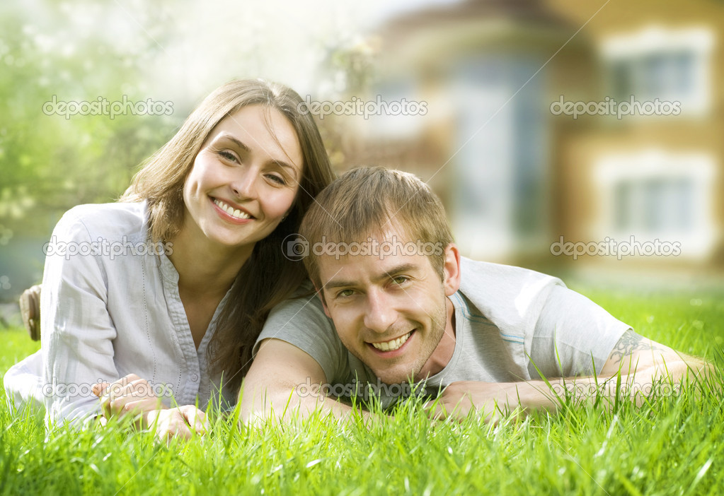 Happy Couple Near Their Home. Smiling Family Outdoor. Real Estate — Photo #10605099