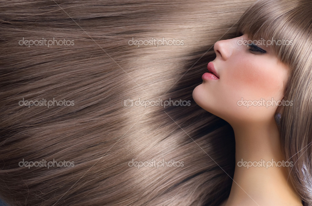 Blond Hair.Beautiful Woman with Healthy Straight Long Hair — Stock Photo #10605343