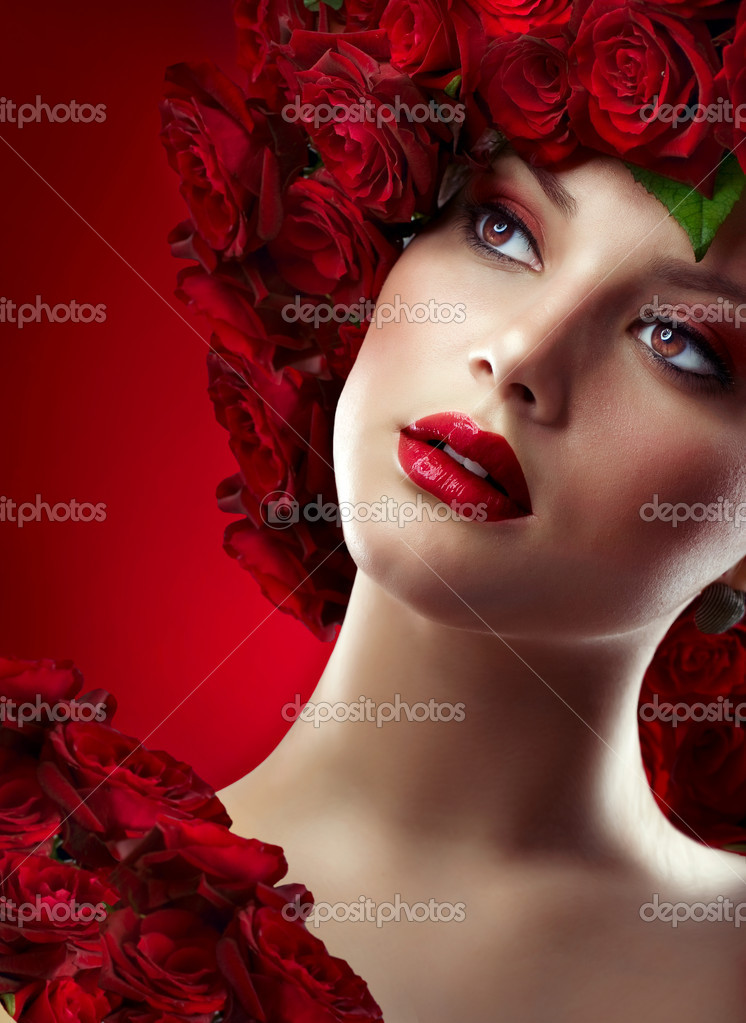 Fashion Model Portrait with Red Roses — Stock Photo #10605359