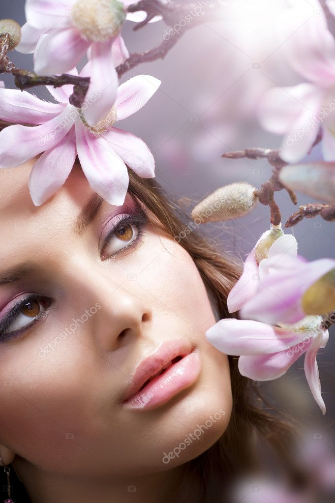 Beautiful Spring Girl with flowers — Stock Photo #10605361