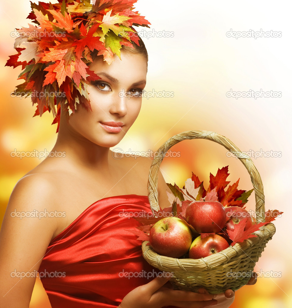 Autumn Girl with Apples  Foto de Stock   #10605497