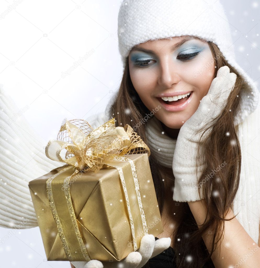 Christmas Gift. Surprised Beautiful Girl — Stock Photo #10605501