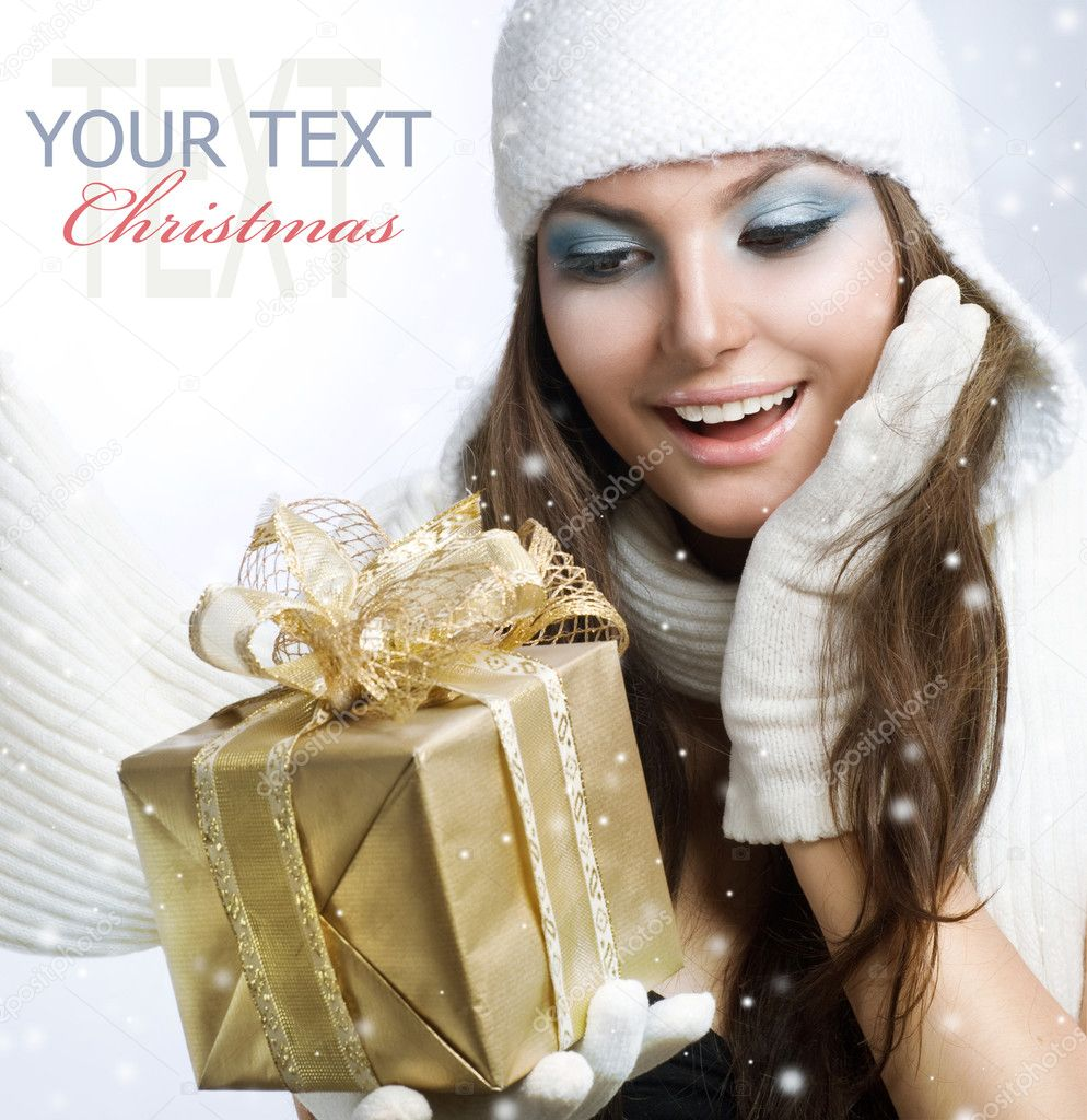 Christmas Gift. Surprised Beautiful Girl — Stock Photo #10605502