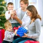 οικογένεια Χριστούγεννα με δώρα — Φωτογραφία Αρχείου