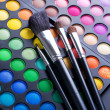 Makeup brushes and make-up eye shadows — Stock fotografie