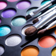 Makeup brushes and make-up eye shadows — Stockfoto #10676804