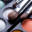 makeup penslar och make-up ögonskuggor — Stockfoto