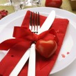 Romantic Dinner. Table place setting for Valentine&amp;#039;s Day - Stockfoto