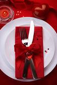 Romantisches Abendessen. Gedeck für Valentinstag — Stockfoto