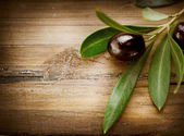 Olives over Wood Background — Stock Photo