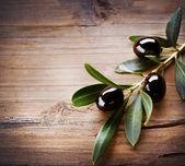 Olives over Wood Background — Stock Photo