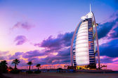 DUBAI, UAE - NOVEMBER 27: Burj Al Arab hotel on Nov 27, 2011 in — 图库照片