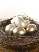Huevos de pascua oro — Foto de Stock