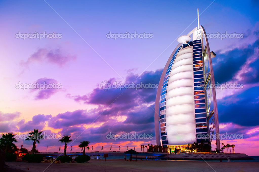 DUBAI, UAE - NOVEMBER 27: Burj Al Arab hotel on Nov 27, 2011 in Dubai. Burj Al Arab is a luxury 5 stars hotel built on an artificial island in front of Jumeirah beach. — Stock Photo #10677667