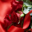 Red Roses bouquet over silk background. Valentine — Stock Photo