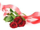 Rote Rosen und Band — Stockfoto