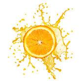 Jugo de naranja salpicaduras aisladas en blanco — Foto de Stock