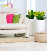 современные interior.white гостиной — Стоковое фото