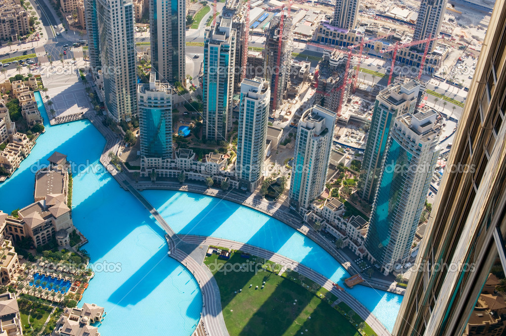 DUBAI, UAE. - NOVEMBER 29 : Dubai,the top view on Dubai from the tallest building in the world, Burj Khalifa, at 828m. on November 29, 2011 in Dubai, UAE. Day View — Stock Photo #10688709