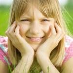 Retrato de niña poco feliz — Foto de Stock