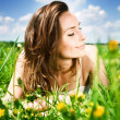 Beautiful Young Woman Resting In The Park — Stock Photo