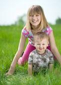 Bambini felici, divertirsi all'aria aperta — Foto Stock