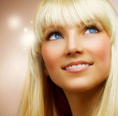 Teenage Girl with Healthy Blond Hair — Stok fotoğraf