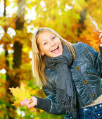 Beautiful Teenage Girl Having Fun in Autumn Park .Outdoor — Stock Photo