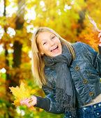 Beautiful Teenage Girl Having Fun in Autumn Park .Outdoor — Stock Photo