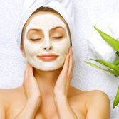 Spa Woman applying Facial clay Mask. Beauty Treatments — Stock Photo