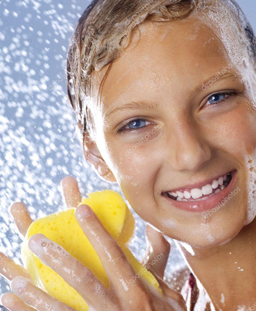 Teenage Girl Taking a Shower. Bathing.Washing — Stock